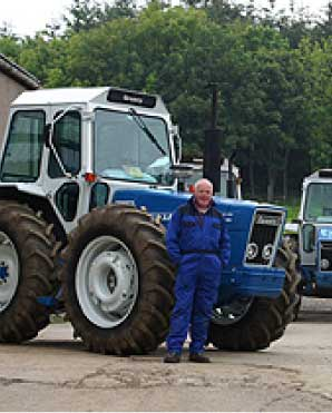 Mobile Air-con man with tractor